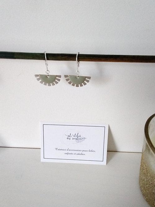 Boucles d'oreilles éventails argenté et sequin gris/ taupe