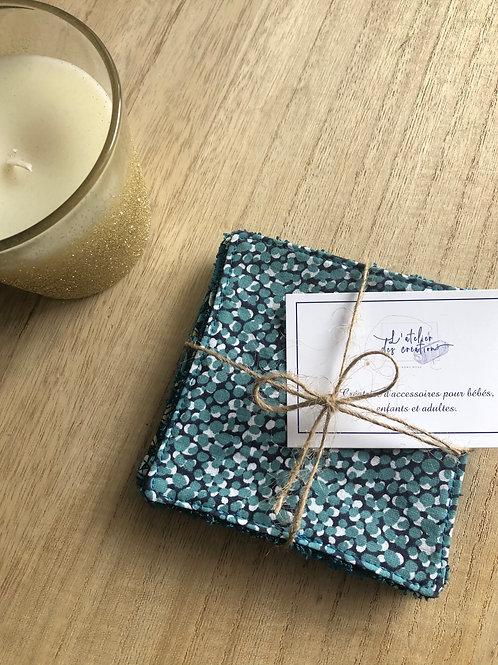 Lingettes en coton et éponge bambou motifs pois sur fond  bleu marine