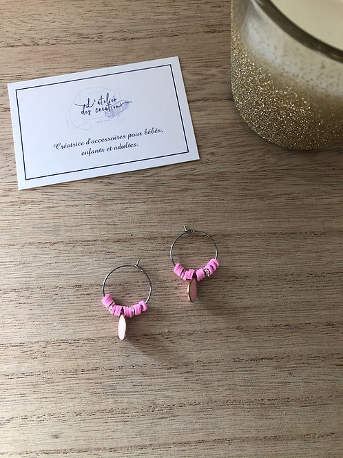 Créoles en métal argenté perles heishi rose et goutte émaillée