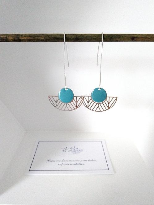 Boucles d'oreilles avec demi cercle évidé en métal argenté sequin turquoise