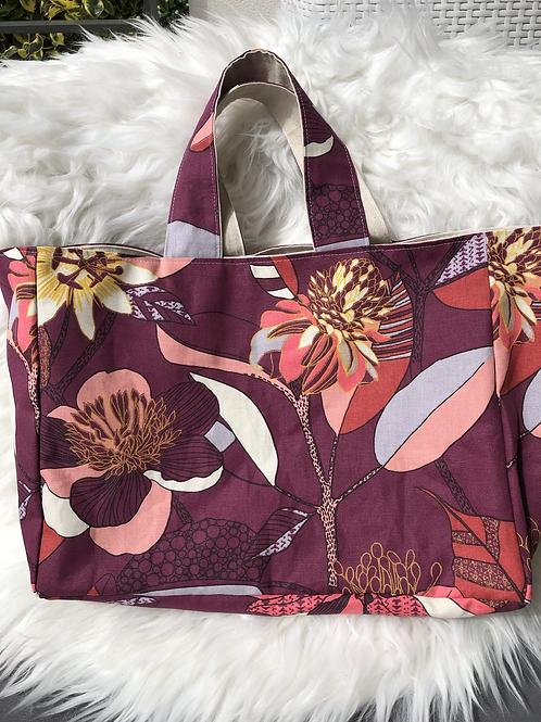 Cabas en toile de coton motifs fleuris fond framboise