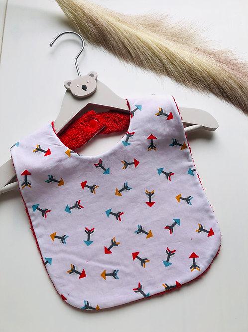 Bavoir en coton et éponge motifs flèches rouge