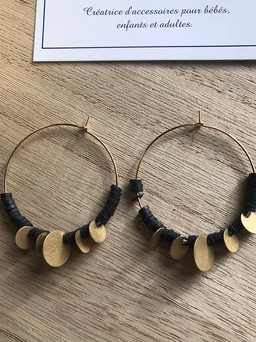 Créoles dorées perles heishi noir et sequins dorés