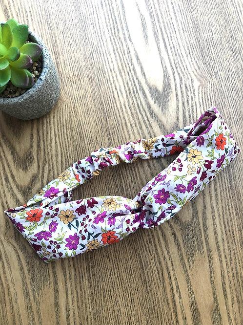 Headband / bandeau en coton fleuri sur fond blanc