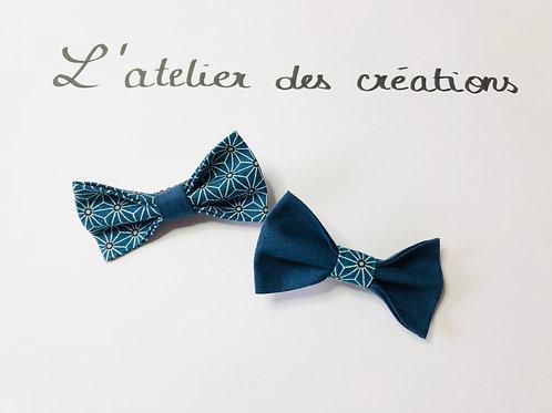 Duo de barrettes motifs géométriques fond bleu