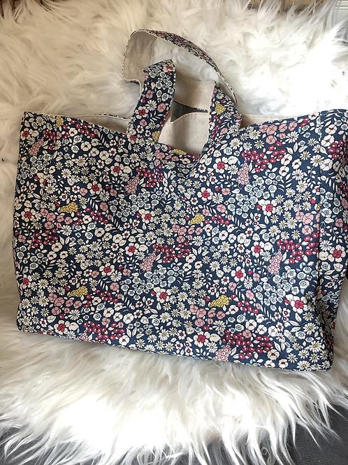 Cabas en toile de coton aspect lin motifs fleuris sur fond bleu