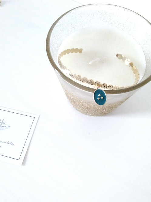 Bracelet jonc en métal doré et breloque médaille pétrole