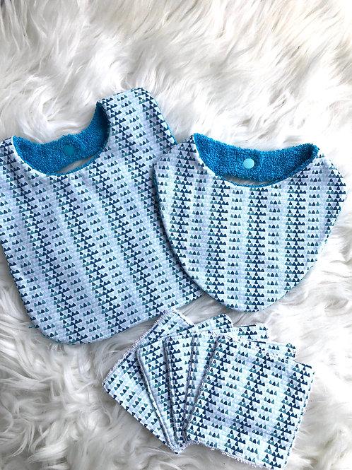 Coffret de naissance bavoir, bandana et lingettes motifs tons bleus