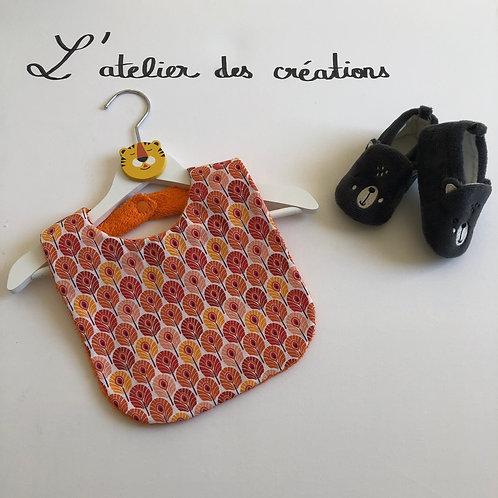 Bavoir en coton et éponge motifs plumes de paon orange