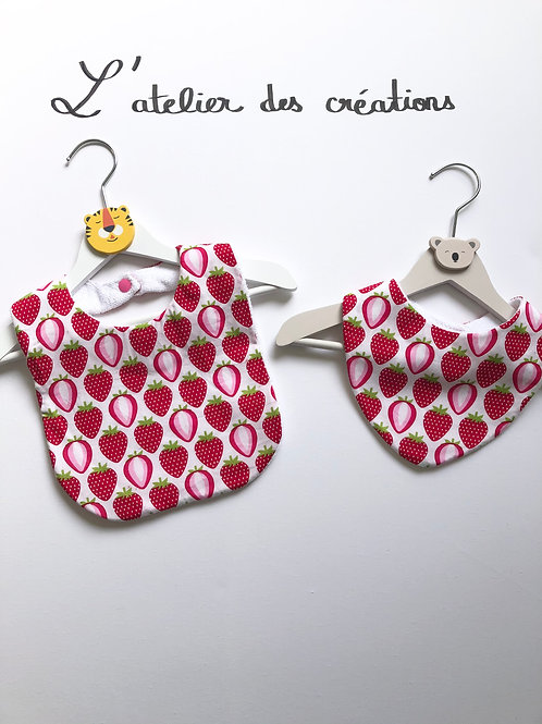 Duo bavoir / bandana en coton et éponge motifs fraises
