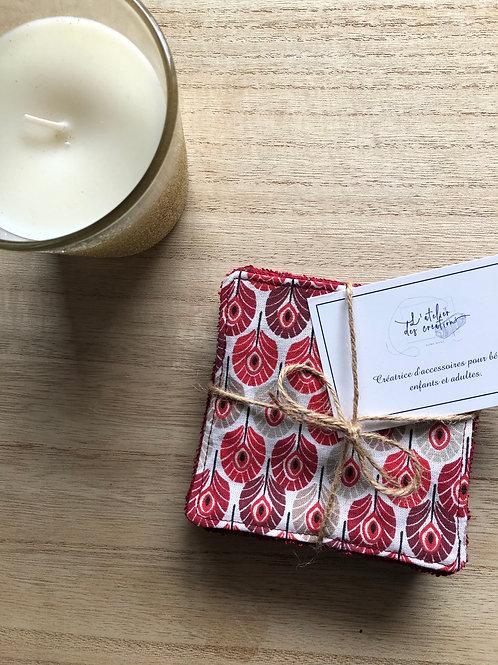 Lingettes en coton et éponge bambou motifs plumes de paon rouge