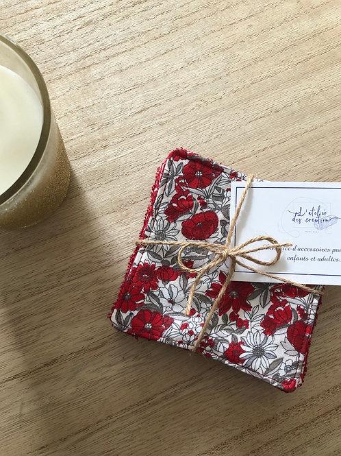 Lingettes en coton et éponge bambou motifs fleuris tons rouge et blanc