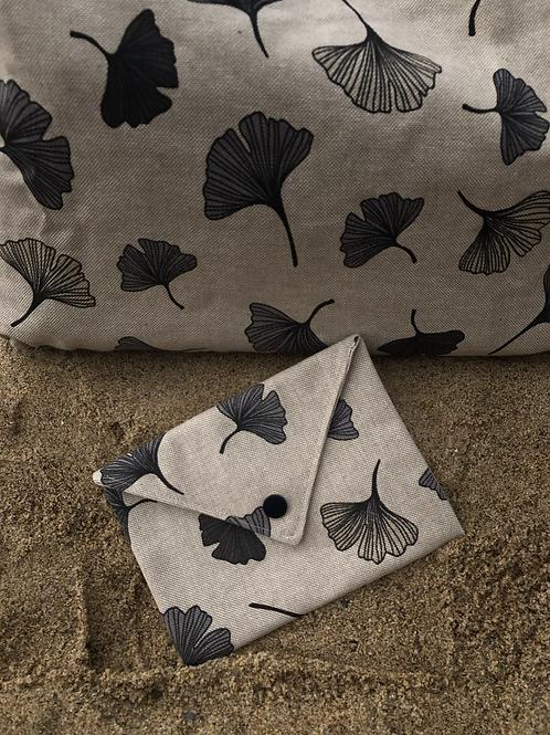Pochette enveloppe en coton aspect lin fleurs grises