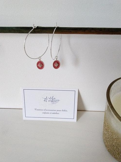 Créoles en métal argenté avec médaille émaillé vieux rose
