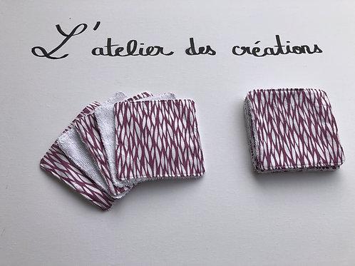 Lingettes en coton motifs blanc sur fond violet et éponge en bambou blanche