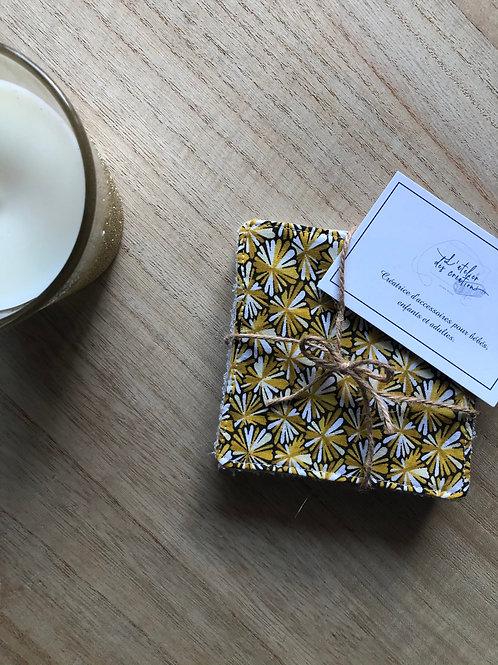 Lingettes en coton et éponge bambou motifs fleurs tons beige, jaune et moutarde