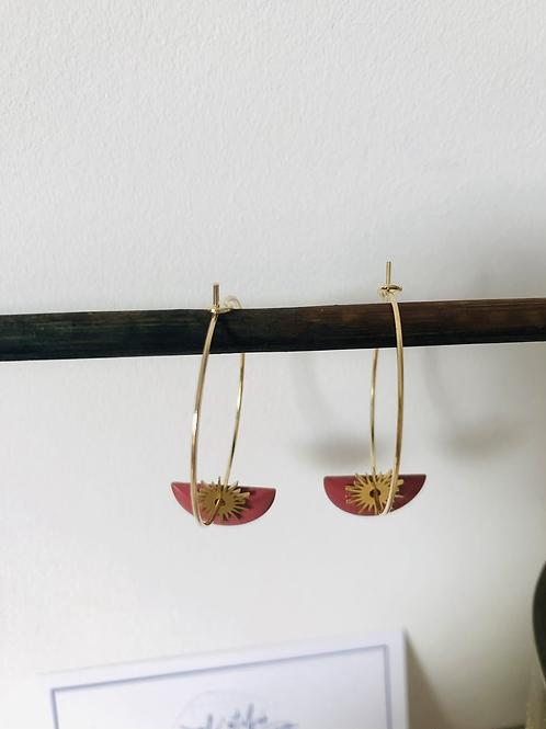 Créoles en métal doré avec sequin demi cercle émaillévieux rose