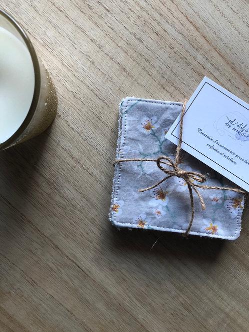 Lingettes en coton et éponge bambou motifs fleurs de cerisier fond beige