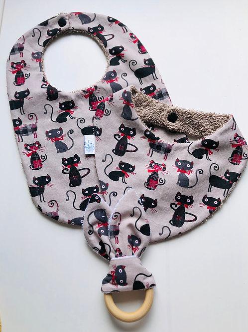 Coffret de naissance bavoir, bandana et anneau de dentition chats