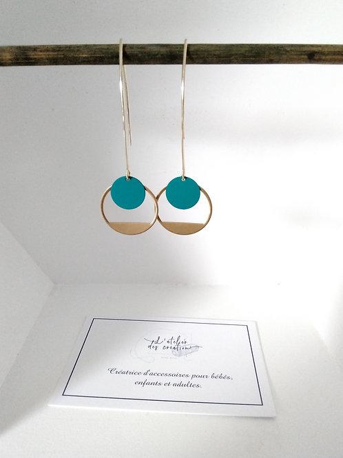 Boucles d'oreilles crochet en métal doré avec demi cercle évidé et sequin bleu c