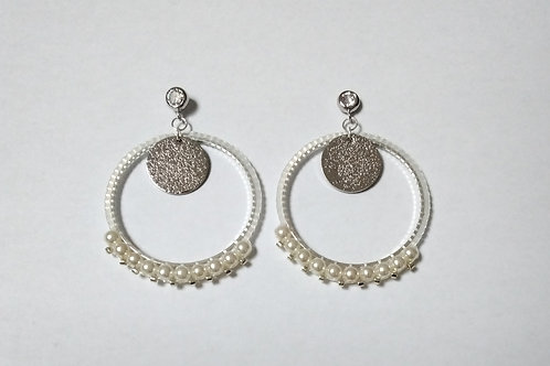 Clous d'oreilles argentés tissés avec perles miyuki et perles nacrées