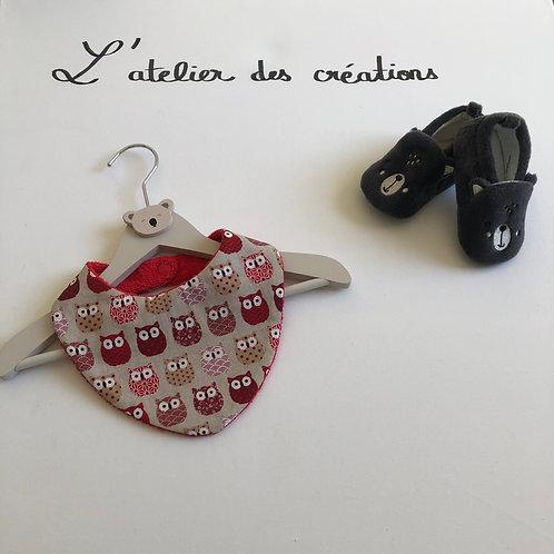 Bavoir/bandana en coton et éponge motifs chouettes tons rouge et beige
