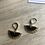 Thumbnail: Boucles d'oreilles éventails doré mat et sequin noir