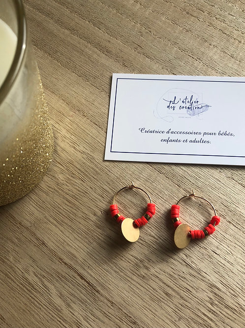Créoles dorées perles heishi rouge orangé et sequins dorés