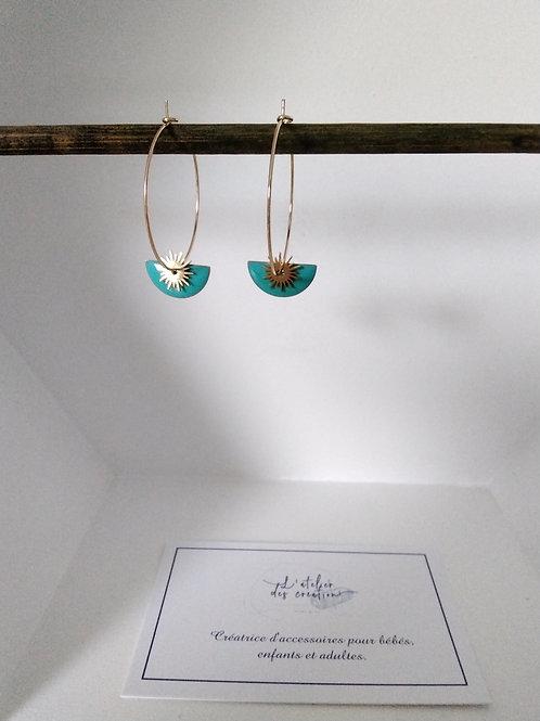 Créoles en métal doré avec sequin demi cercle émaillé turquoise