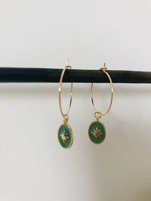 Créoles en métal doré avec médaille émaillé vert jade