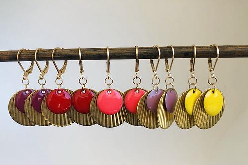 Dormeuses dorées avec sequin ondulé laiton et sequin