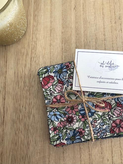 Lingettes en coton et éponge bambou motifs fleuris ton rose , bleu et vert