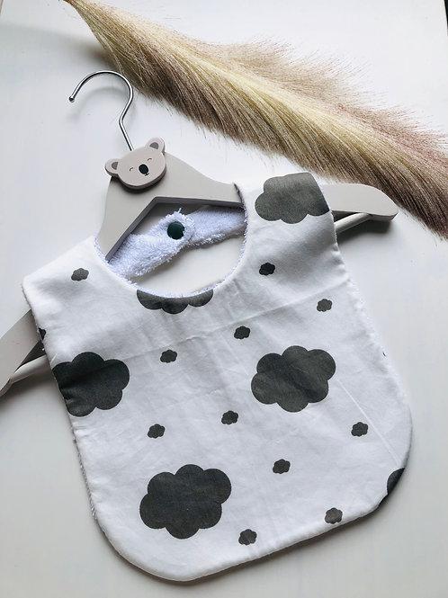 Bavoir en coton et éponge motifs nuages gris