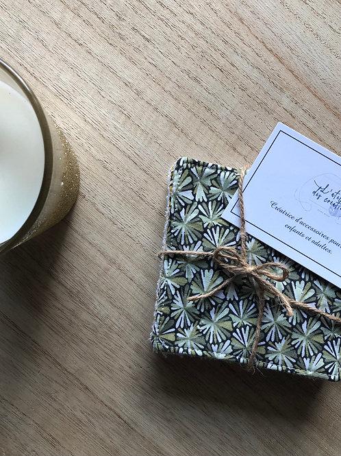 Lingettes en coton et éponge bambou motifs fleurs tons vert beige et