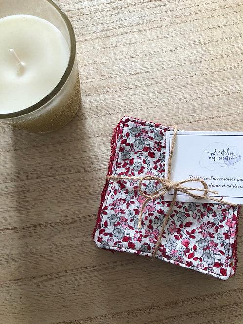 Lingettes en coton et éponge bambou motifs fleuris tons rouge, gris et blanc