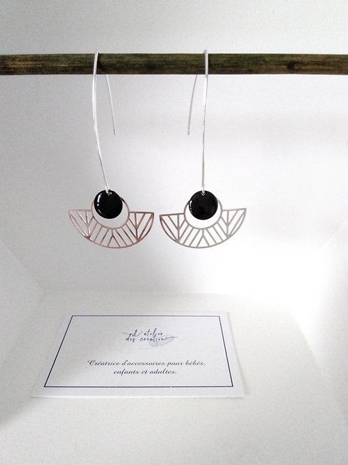 Boucles d'oreilles avec demi cercle évidé en métal argenté sequin noir