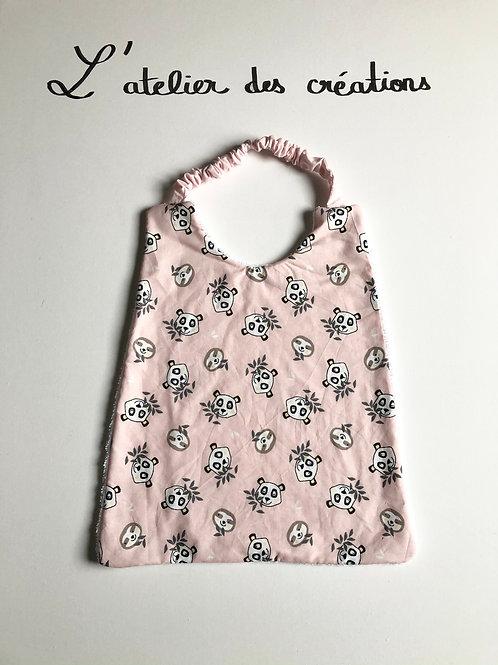 Serviette de cantine / grand bavoir motifs pandas rigolos sur fond rose