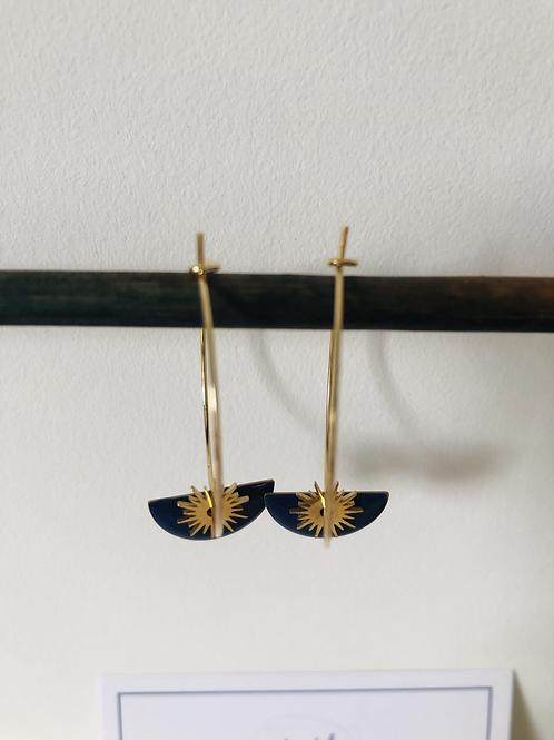 Créoles en métal doré avec sequin demi cercle émaillé bleu foncé