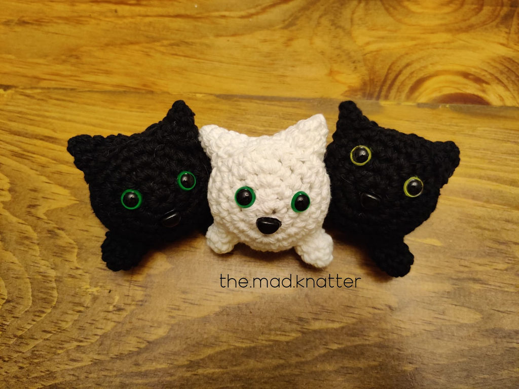 Cute black cat - Free amigurumi pattern | 768x1024