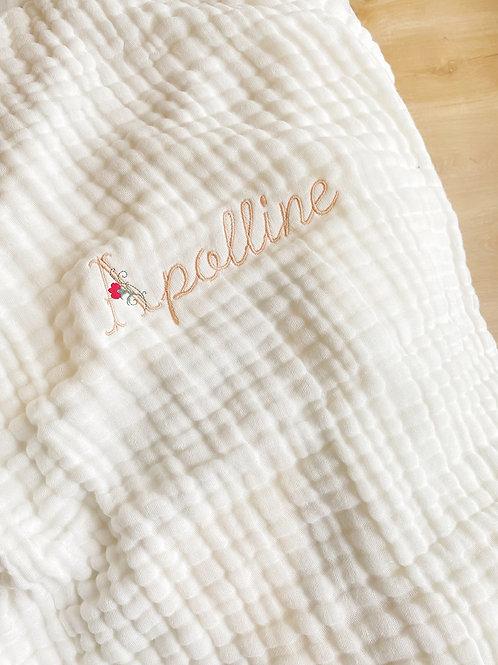 Couverture gaze de coton initiale fleurie