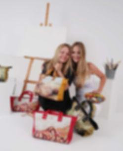 """FASHION & ART VAS  Lashermanas Sofía y Natalia Vas Sofia tiene una amplia experiencia en el mundo del comercio y el marketing, aunque su gran pasión es el mundo del Arte y la Moda. Natalia es diseñadora multidisciplinar y una artista plástica con una amplia trayectoria internacional. Desde hace años ambas han colaborado en múltiples proyectos, pero es hoy, cuando su pasión por el arte y la moda se fusionan y hace que se embarquen en estaaventura donde diseñan, desarrollan y crean múltiples productos con un denominador común. """"dedicación, amor y trabajo"""""""