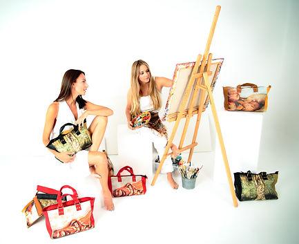 "Fusionar ARTE & MODA Nuestro lema ""It's not just a bag, it's ART"" refleja claramente este concepto"