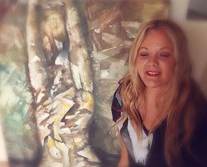 """Sofia tiene una amplia experiencia en el mundo del comercio y el marketing, aunque su gran pasión es el mundo del Arte y la Moda. Fusionar ARTE & MODA Nuestro lema """"It's not just a bag, it's ART"""" refleja claramente este concepto. Con la compra de un   ART-VAS, no solo estarás comprando un producto sino que te llevarás un trocito de la obra del artista y entrar así en un mundo tan apasionante y especial como es el"""