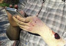 zombe_hands_holding_cellphone_by_victorianspectre-d6qjss4.jpg