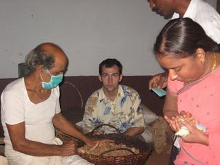 Поездка к целителю Нараяна Мурти за лекарством от рака. (Нарасипура, Карнатака, Индия)
