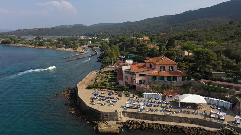 Villa Domizia panoramic 2.png