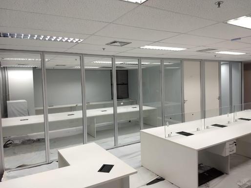 Divisórias instaladas em ampliação de uma construtora em São Paulo.