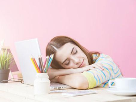 4 Manfaat Tidur Siang di Tengah Bekerja