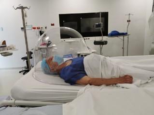 En Colombia se crea diseño innovador para la protección del personal médico – el Anti Aersol Iglu