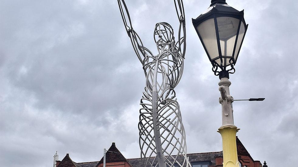 812156 Nula with the Hoola Belfast City Centre